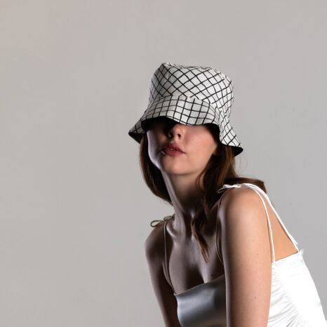 REVERSIBLE LINEN BUCKET HAT