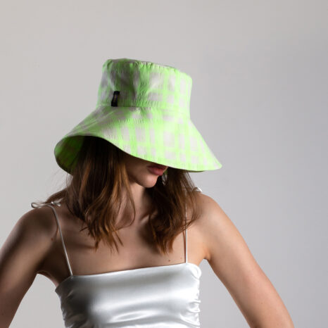 WIDE BRIM VIBRANT BUCKET HAT